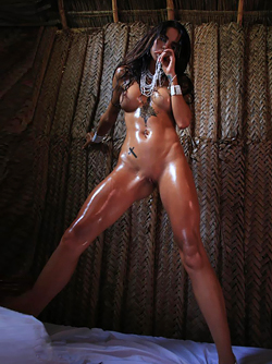 Damn Hot tattooed slut Sunny Presents her Awesome Oiled Body